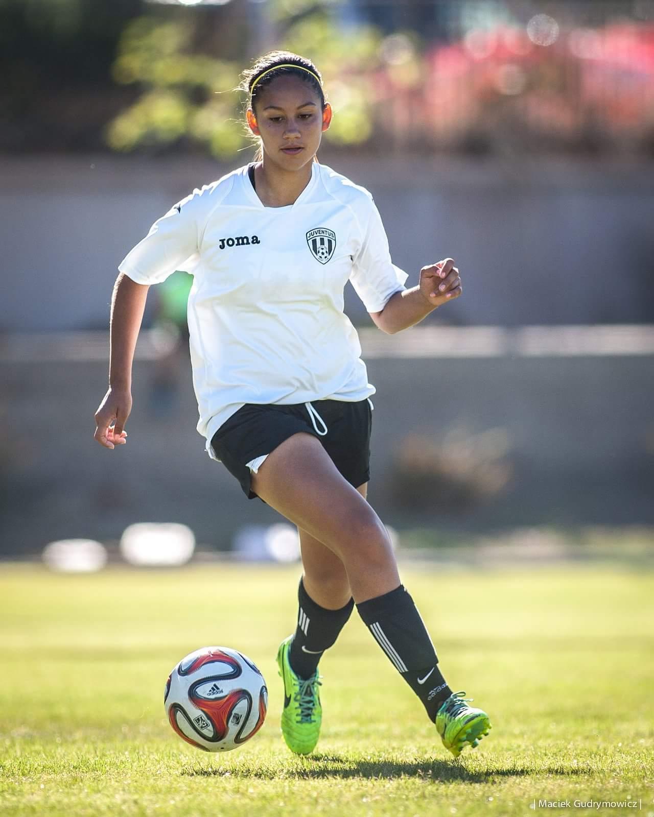 soccer-girl-hero<span class=
